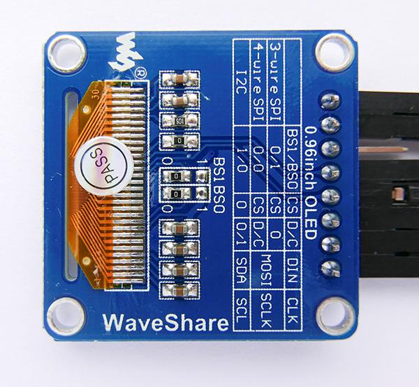 Fot. 2. Widok płytki modułu wyświetlacza ze zworkami konfigurującymi interfejs