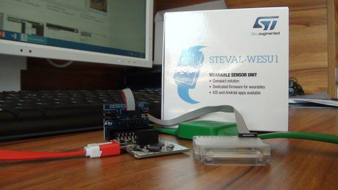 Fot. 4. Wykorzystanie pełnych możliwości zestawu wymaga zastosowania programatora zgodne z ST-Link (nie ma go w zestawie) i adaptera interfejsu JTAG/SWD (wchodzi w skład zestawu)