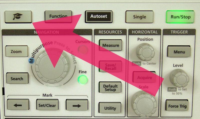 Fot. 4. Przycisk uruchamiający kurs obsługi oscyloskopu