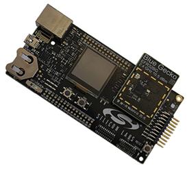 Fot. 3. Zestaw projektowy Silicon Labs Blue Gecko Wireless IoT Platform natychmiast po rozpakowaniu jest gotowy do wykonywania połączeń . Zawiera mikrokontroler, moduł łączności Bluetooth oraz stosy oprogramowania (Źródło: Silicon Labs)