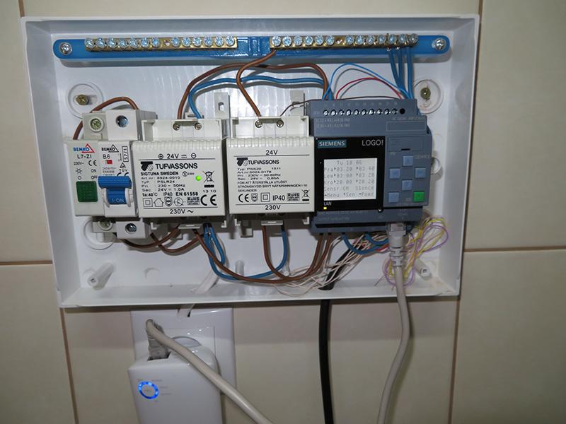Fot. 2. Elementy systemu sterującego umieszczono w skrzynce instalacyjnej